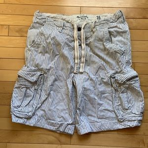 Men's Abercrombie & Fitch cargo shorts, size 36.